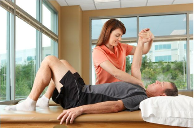 Decatur Chiropractor providing Treatment