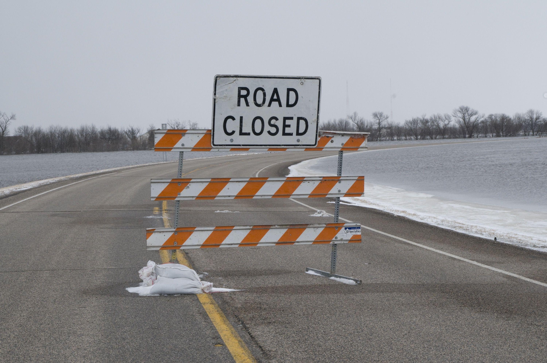 FEMA_-_40322_-_Road_Closed_sign