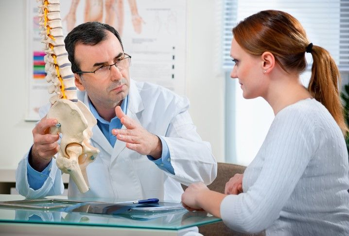 Arrowhead Clinic Chiropractor speaks to Roswell patient