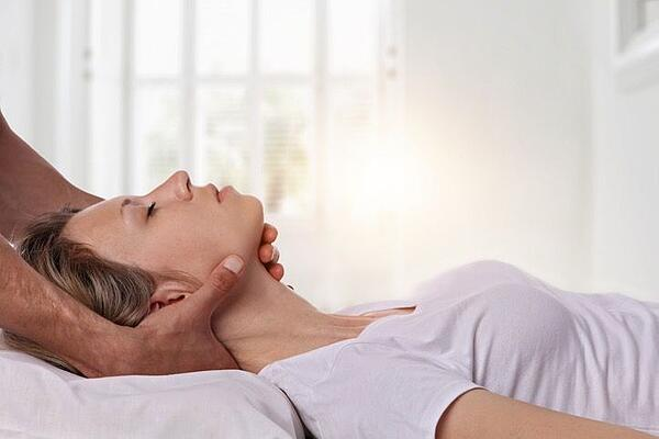 Midtown Car Accident Chiropractor Helping a Patient with Neck Pain