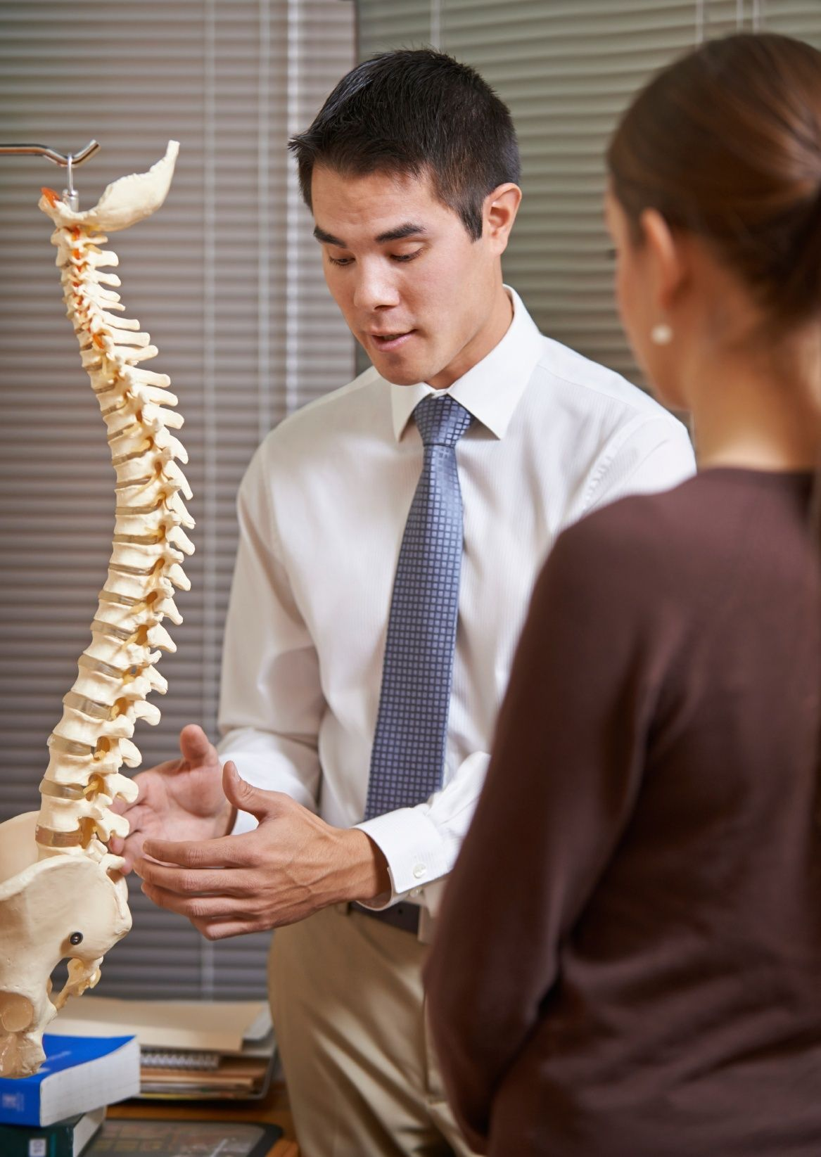 There are things you can expect during your first visit to the chiropractor