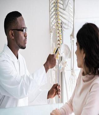 chiropractor-explains-spine-to-patient