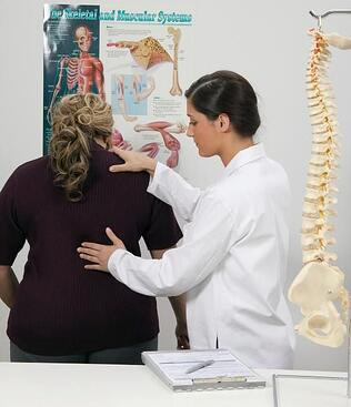 woman-gets-free-consultation-from-a-chiropractor