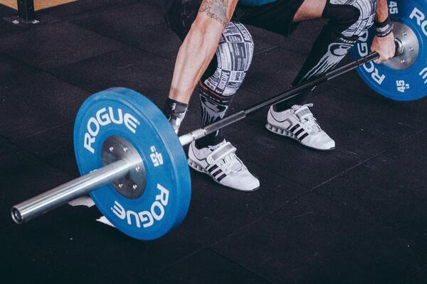 How can weightlifters benefit from seeing a chiropractor?